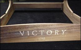 «Виктория» — подставка для модели