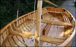 Умопомрачительная лакированная парусная лодка ручной работы